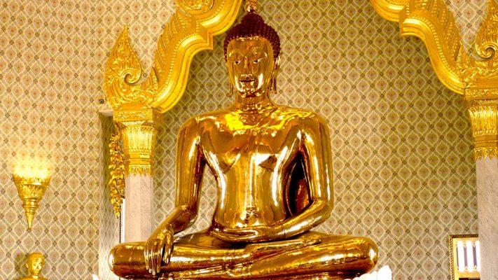 Golden Buddha in Wat Traimit.
